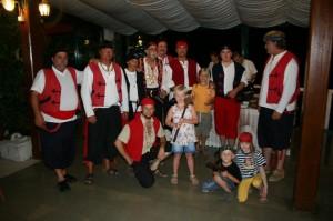 caroline-og-ida-med-alle-10-pirater