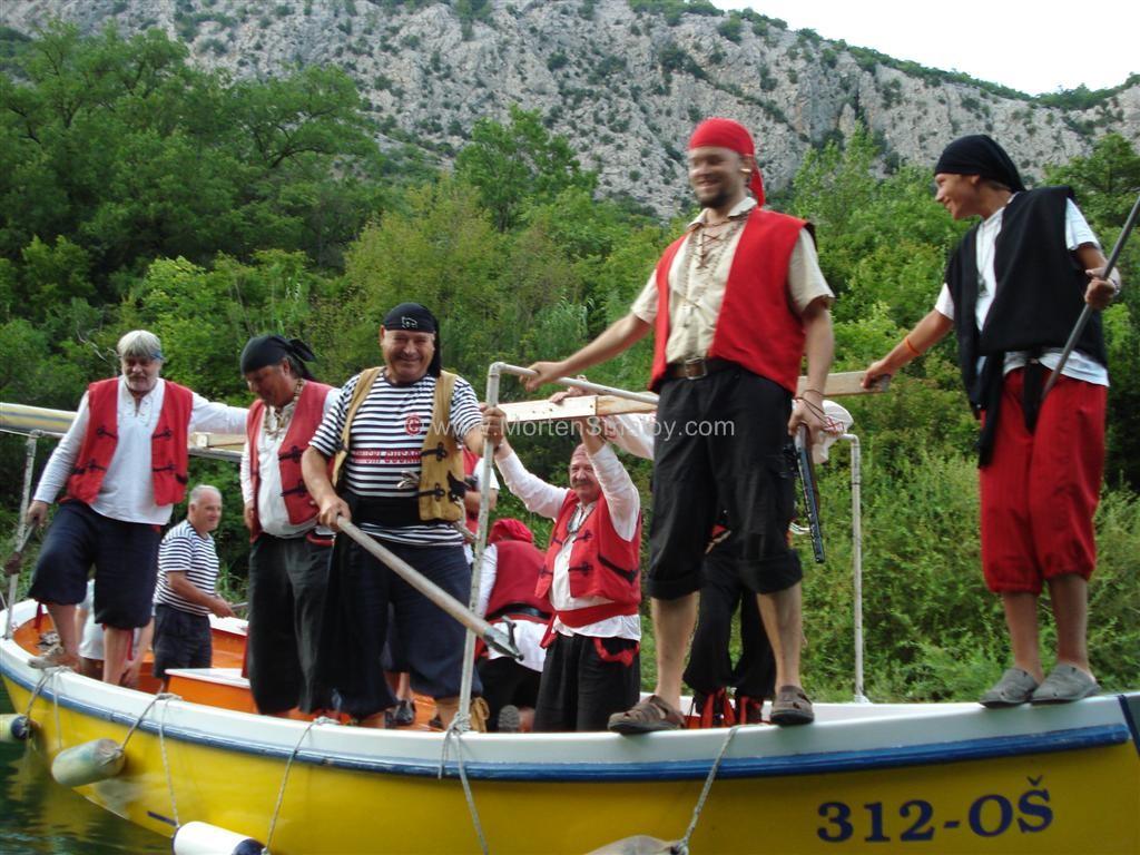 piraterne-angriber-os