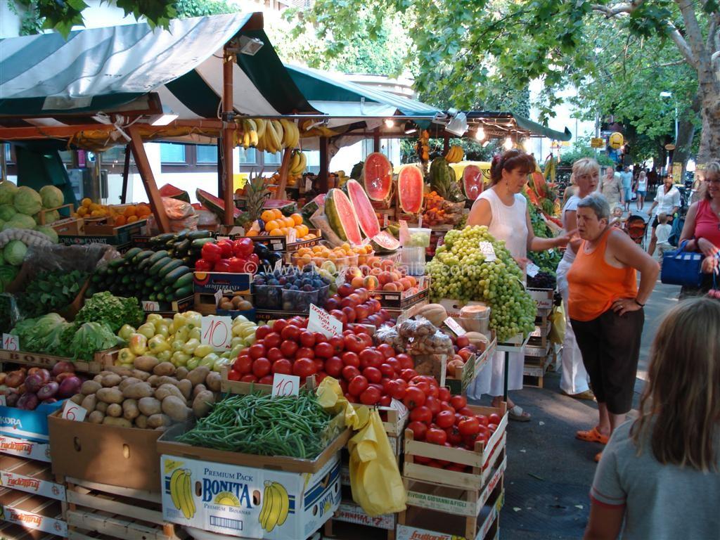 Frugtmarked i Omis