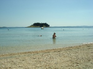 Sandstrand i Pakostane Kroatien